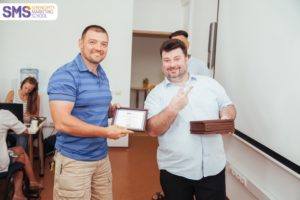 Вручение сертификата на курсе SMM-SOS